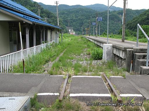 線路跡と構内通路その2