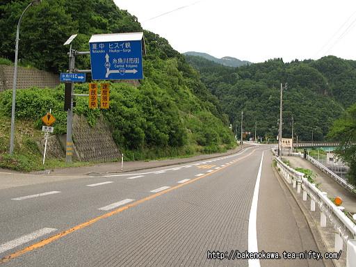 小滝駅至近の国道148号線その2