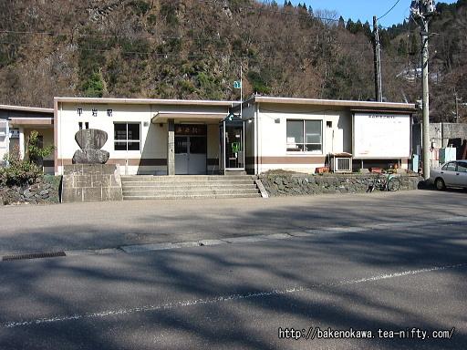 平岩駅駅舎