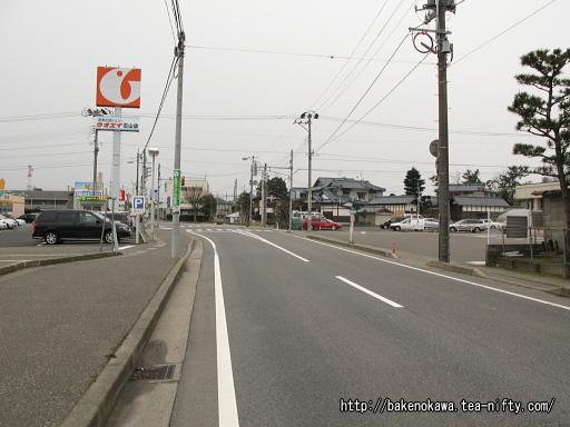 駅付近の路線パスが通る市道
