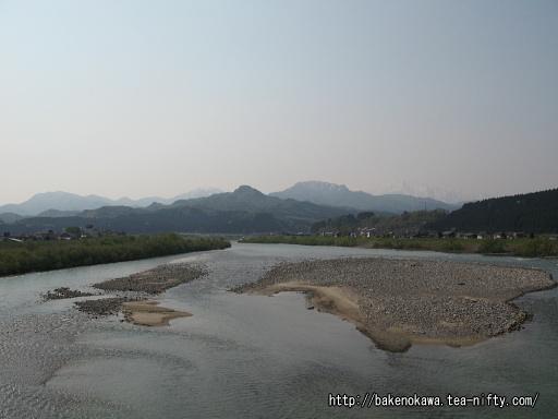 「荒川峡温泉郷」に至る橋から見た荒川