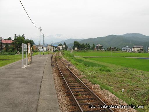 越後須原駅の旧島式ホームその1