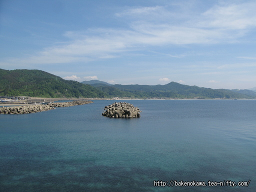 弁天島から見た鼠ヶ関湾内