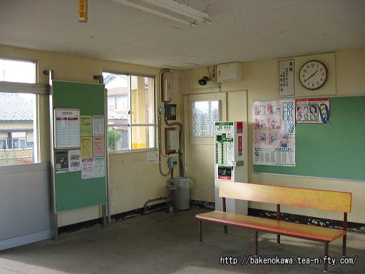 西燕駅駅舎内部