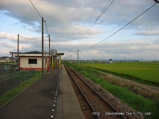 矢作駅のホームその1
