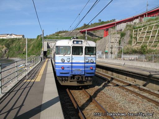 青海川駅に停車中の115系電車その1