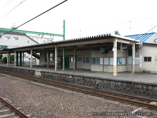 旧2番ホームから見た駅舎