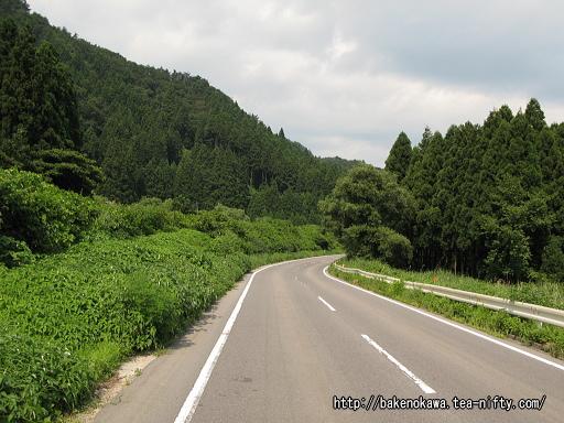 咲花駅付近の県道その2