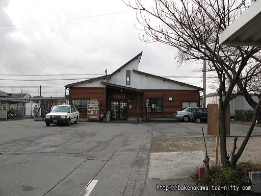 佐々木駅駅舎の様子