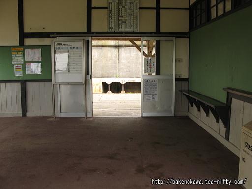 有間川駅駅舎内部