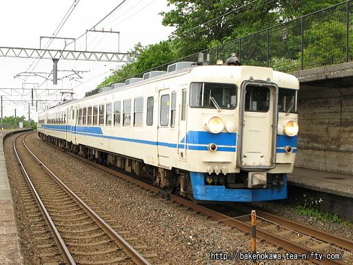 有間川駅を出発する475系電車その1