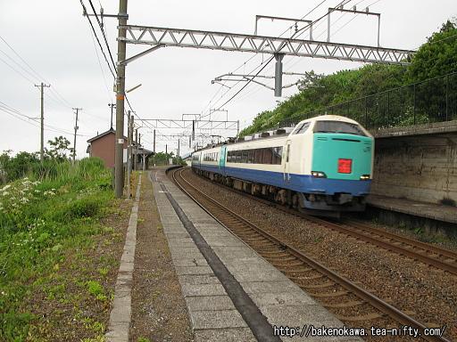 有間川駅を通過する485系電車特急「北越」その1