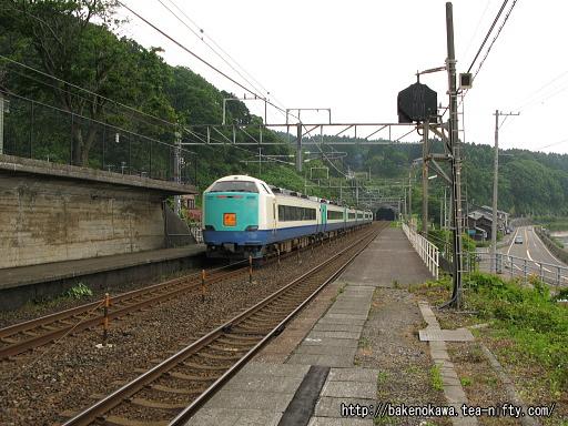 有間川駅を通過する485系電車特急「北越」その2