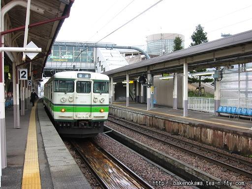 六日町駅に停車中の115系電車その1