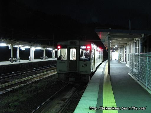 越後川口駅で折り返し待機中のキハ110系気動車その3