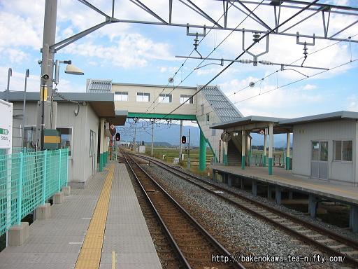 待合室と跨線橋