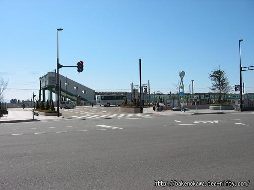 駅前通りから見た西新発田駅