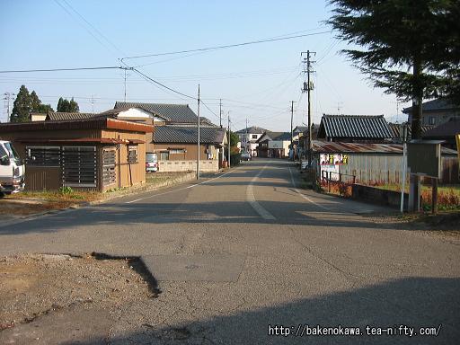 猿和田駅前通り