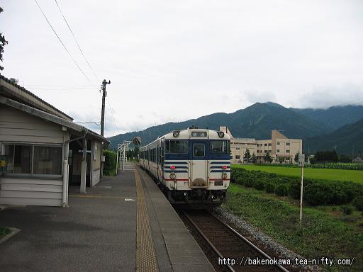 猿和田駅に停車中のキハ40系気動車その1
