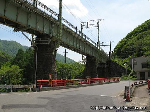 上越線のループ線に至る橋脚その2
