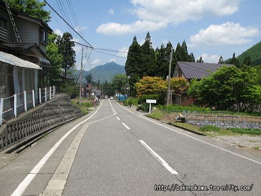 「土樽」バス停から土樽駅への道その2