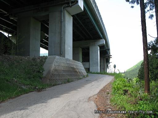 「土樽」バス停から土樽駅への道その8