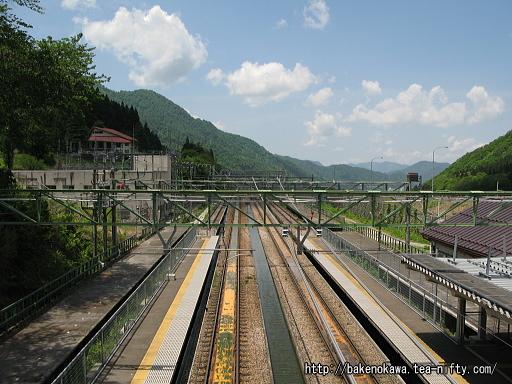跨線橋から見た土樽駅構内その5