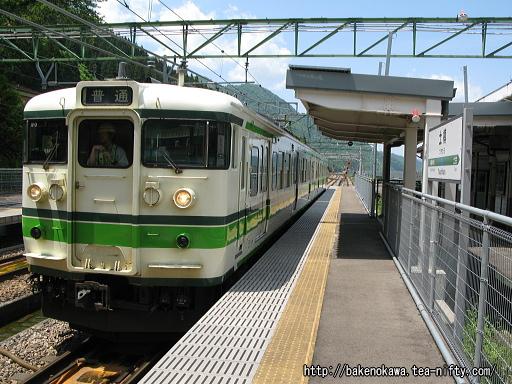 土樽駅に到着した115系電車その2