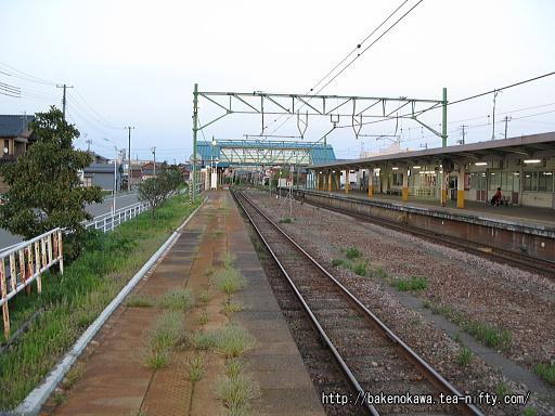 燕駅の2番ホームその2