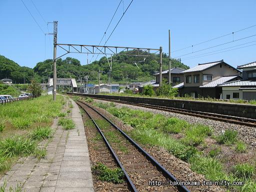 勝木駅の2番ホームの様子その一