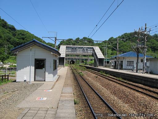 勝木駅の2番ホームの様子その三