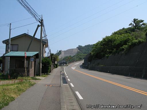 米山駅近くの国道8号線