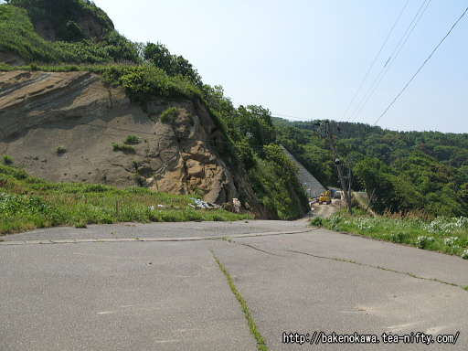 中越沖地震の土砂崩落跡その2