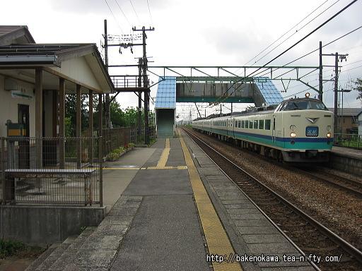 保内駅を通過する485系電車特急「北越」その2