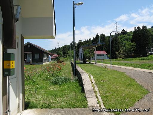 越後水沢駅のホームその1