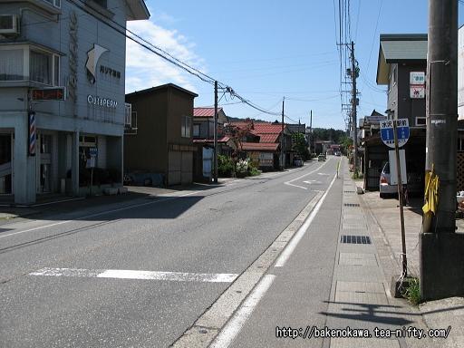国道117号線の「水沢駅前」バス停