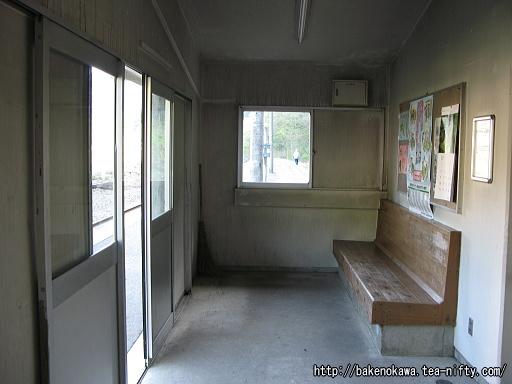 ホーム上の待合室その2
