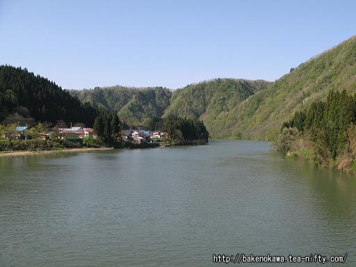 船渡大橋上から見た阿賀野川