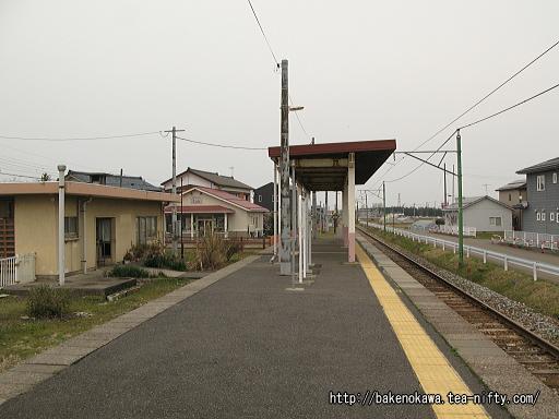 粟生津駅のホームその2