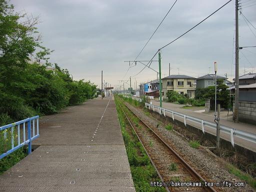 粟生津駅のホームその3