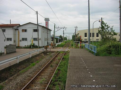 粟生津駅のホームその4