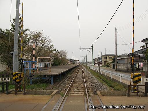 踏切から見た粟生津駅構内その1