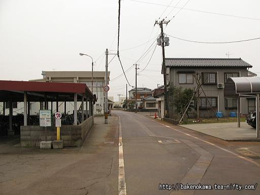 粟生津駅前通り