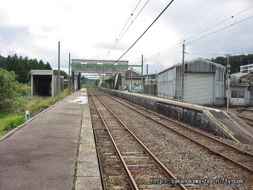 出雲崎駅の2番ホームその3