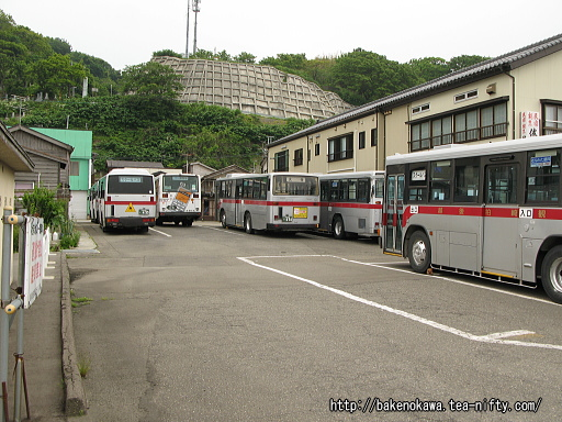 路線バスの終点「出雲崎車庫」