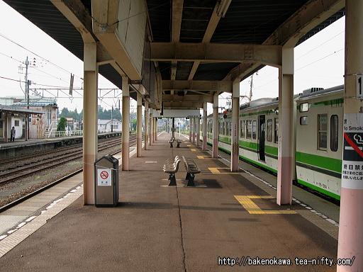 新井駅の島式ホームその5