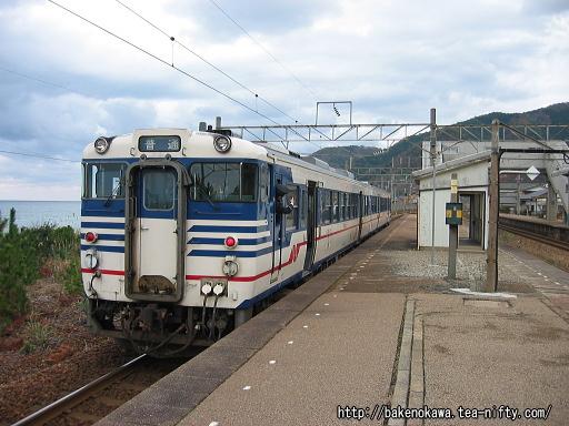 越後寒川駅に停車中のキハ40系気動車