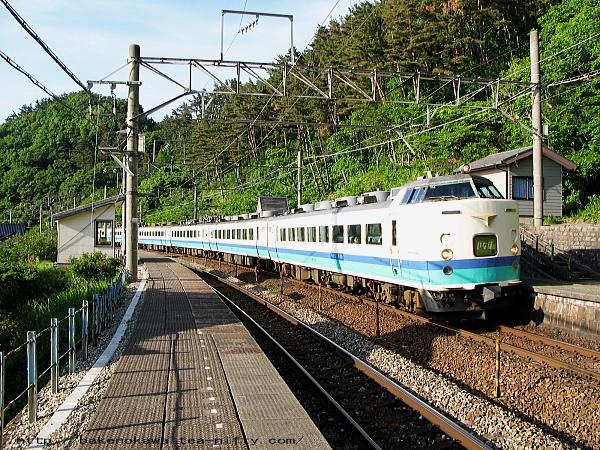 今川駅を通過する485系電車特急「いなほ」その二