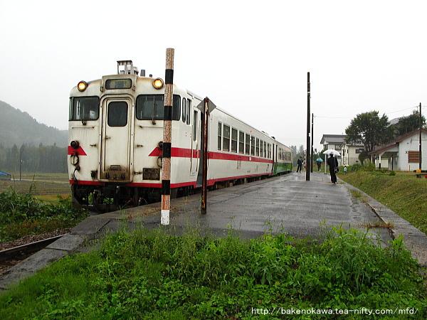 越後広瀬駅に停車中のキハ40系気動車