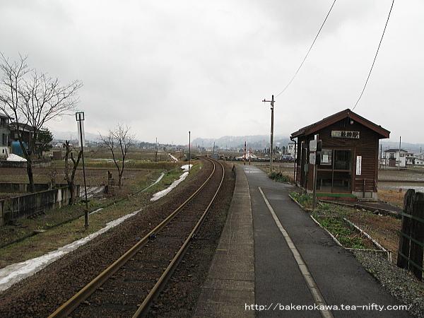 薮神駅のホームその2